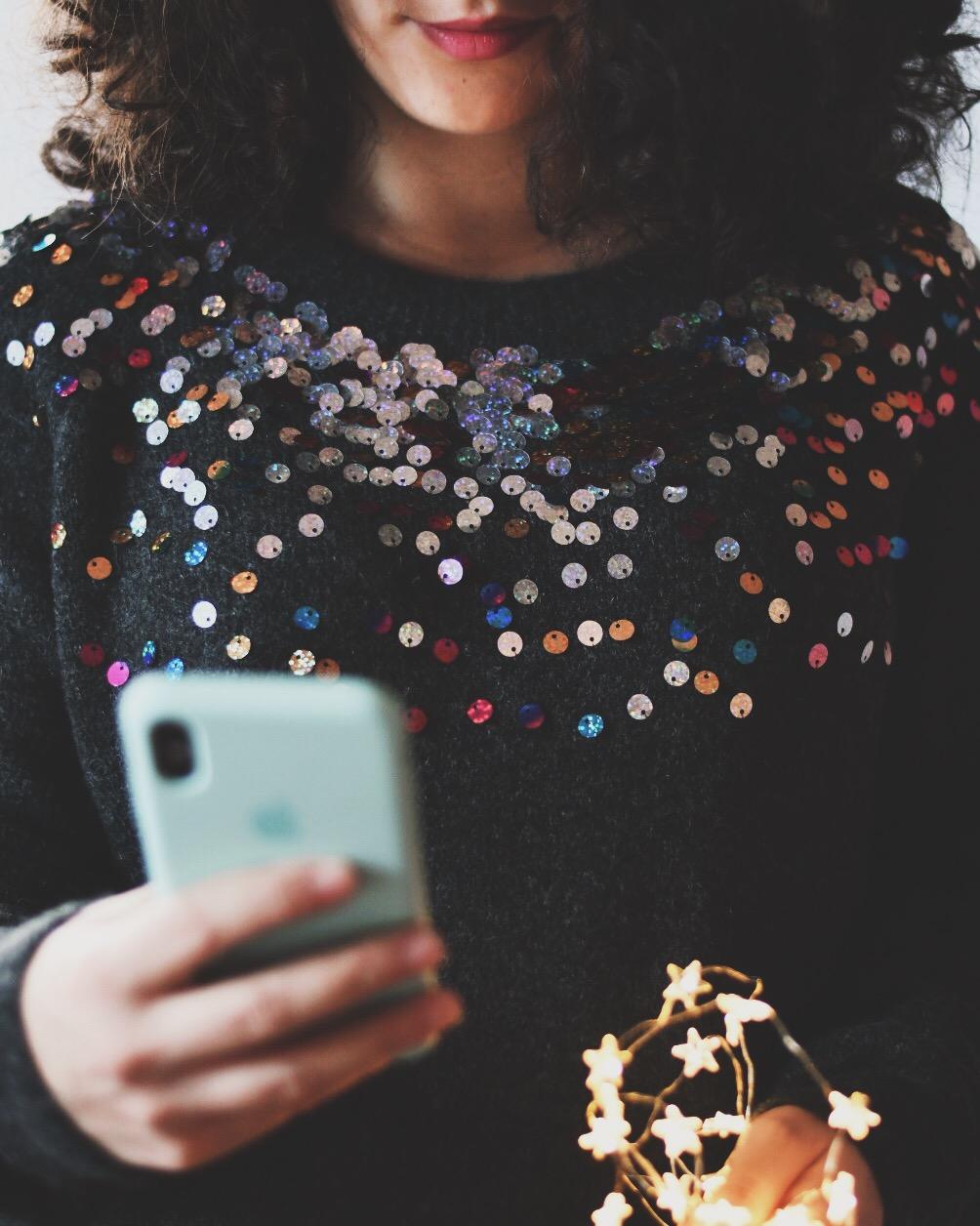 Marta con iphone in mano